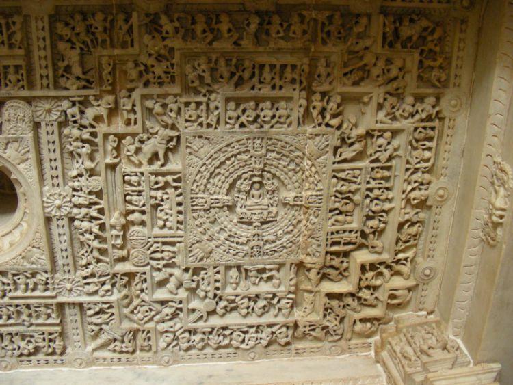 Кумбхария, потолок
